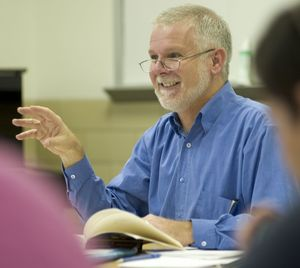 photo of Professor Steve Fallon teaching class
